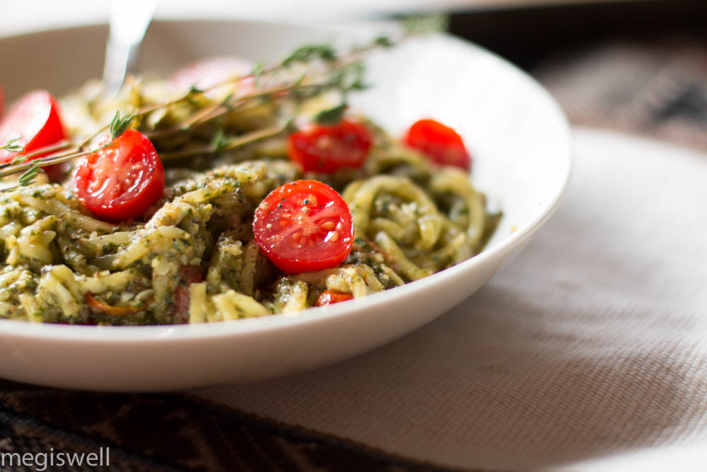 Pesto and Roasted Cherry Tomato Veggie Pasta is so pretty and happy looking