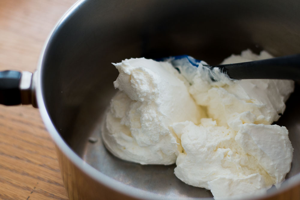 fluffy dripped yogurt-the removal of the excess liquid makes a creamy and thick ice cream