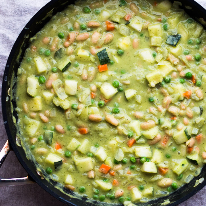 (sponsored by Vitamix) This Cream of Zucchini Vegetable Soup is full of veggies and beans that make an excellent filling for a potpie. No it's not cream of chicken, it's better. | www.megiswell.com